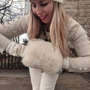 Accessories - White fuzzy handwarmer